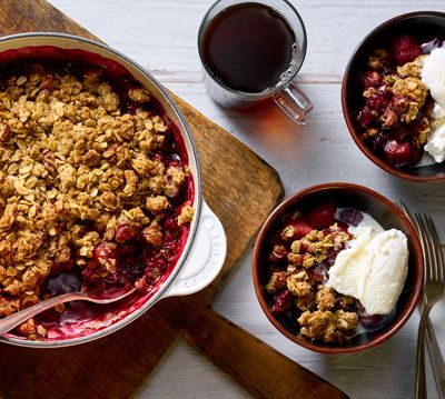 GLUTEN-FREE APPLE BERRY CRISP WITH COFFEE